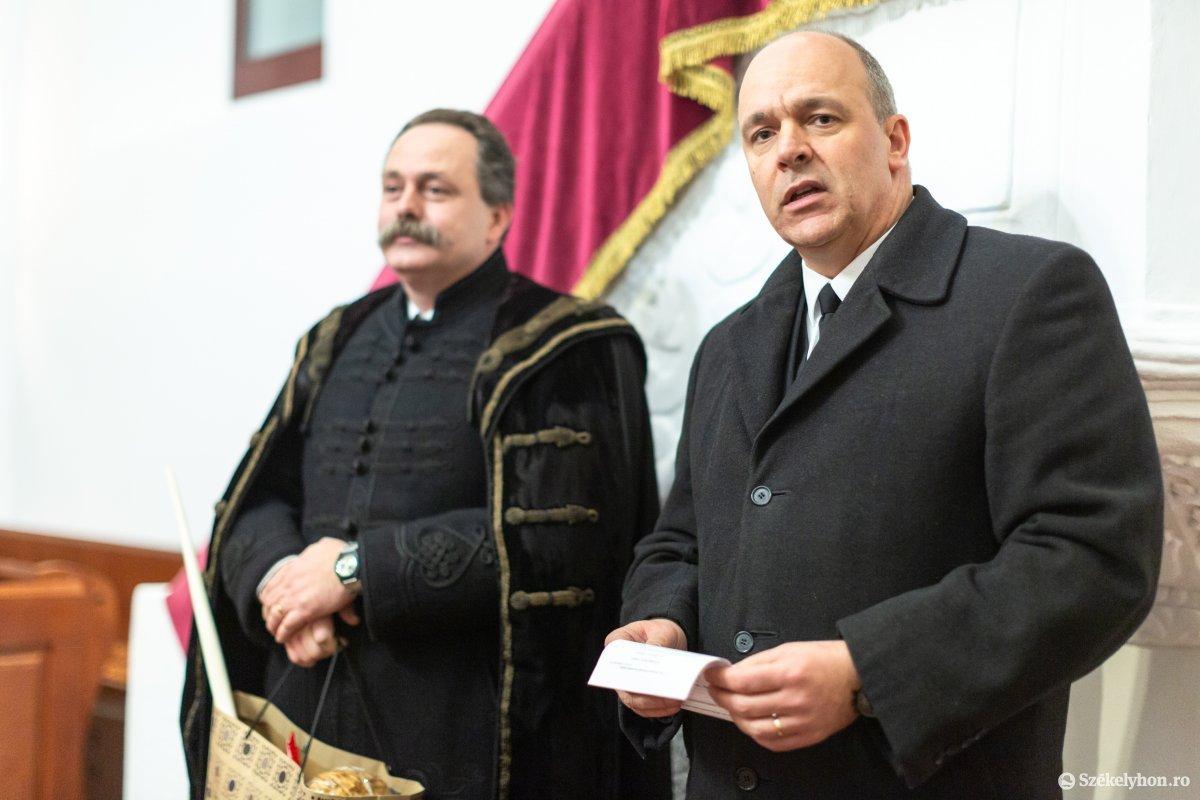 https://media.szekelyhon.ro/pictures/udvarhely/aktualis/2020/12-januar/o_istentisztelet-imahet--hotgya-ebe-115.jpg