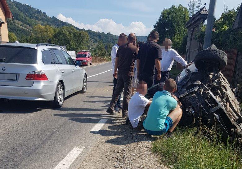 Egy sofőr elbóbiskolt, egy másik előzés közben ütközött egy motorossal