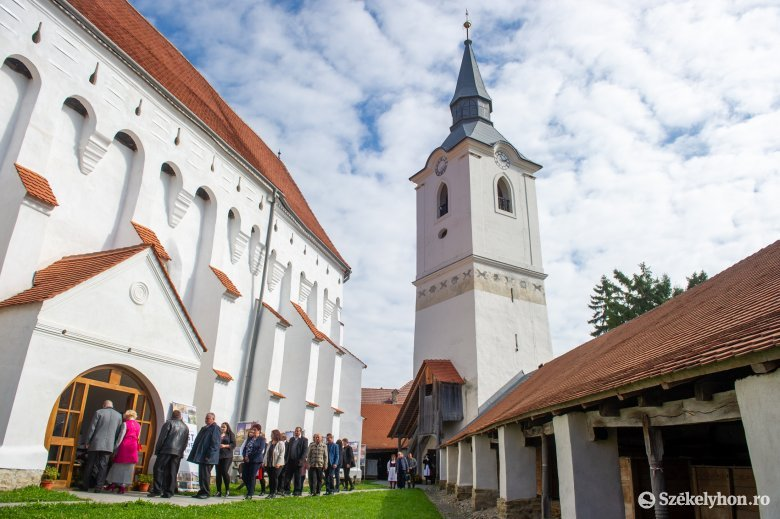 Befejeződött a székelyderzsi vártemplom és a Régi Iskola felújítása