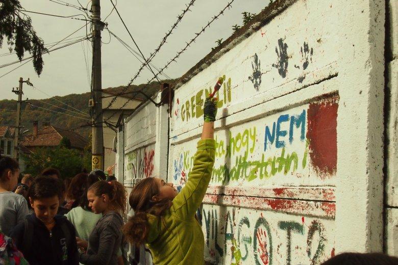 Egészséges életmódra ösztönző üzenetek kerülnek a székelyudvarhelyi betonfalakra