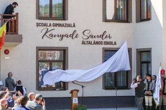 Kányádi Sándorról nevezték el a felújított Nagygalambfalvi Általános Iskolát