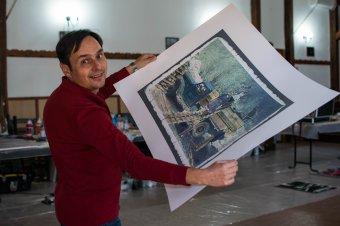 Kortárs művészek örökítik meg a hagyományos szénégetést