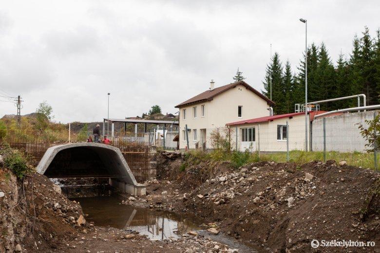 Nagyobb és strapabíróbb hidat építenek az árvíz által tönkretett helyett