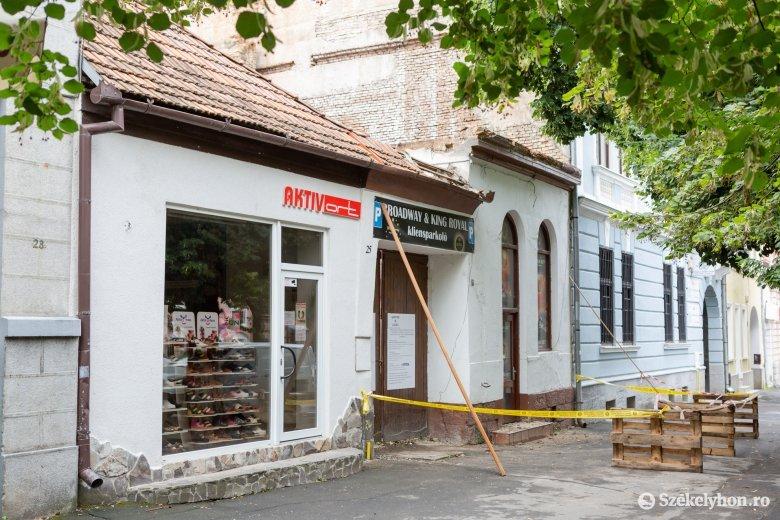 Lebontanak egy épületet a székelyudvarhelyi Kossuth Lajos utcában, de vissza is építik