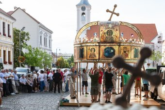 A Szent Korona felnagyított mását állították ki Székelyudvarhelyen
