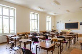 Félszáz romániai településen kell bezárni az iskolákat hétfőtől