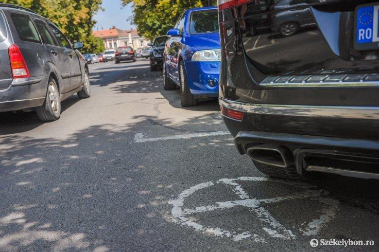 Több tényező is hátráltatja a parkolási gondok megoldását Székelyudvarhelyen