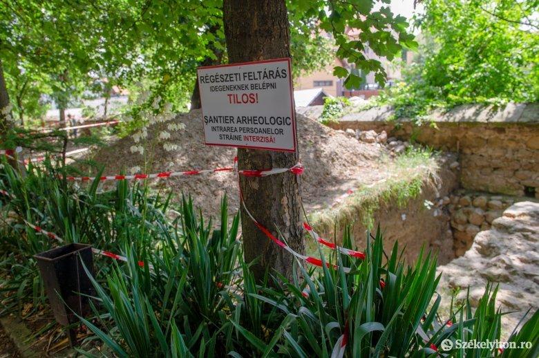Van rá pénz, folytatódnak a régészeti feltárások a Székelytámadt-várban