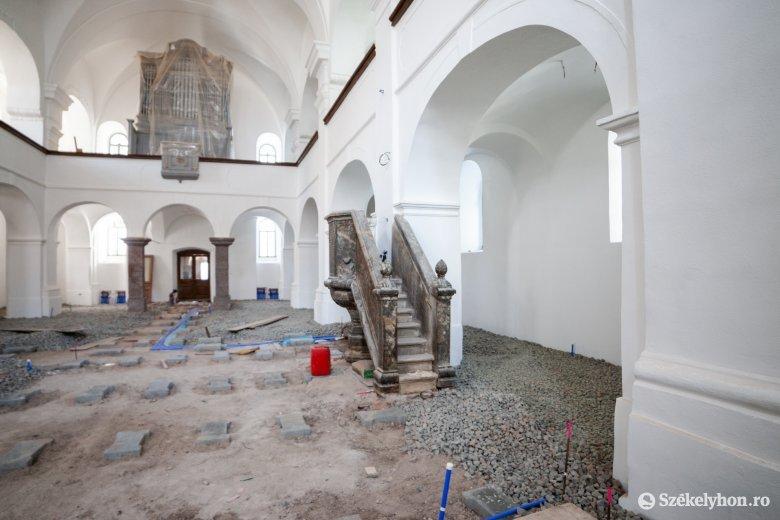 Templomfelújítás után tereprendezés Székelyudvarhely központjában