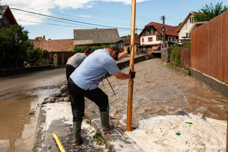 Erdélybe is bőven jut: csaknem 150 millió lejes kormánytámogatás a katasztrófa sújtotta megyék számára