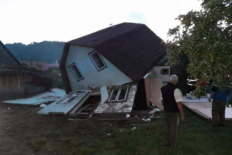 Gázpalack robbant Parajdon, romba dőlt egy hétvégi ház
