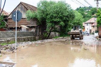 Újabb viharokra, áradásokra figyelmeztetnek a meteorológusok Erdélyben és a Partiumban