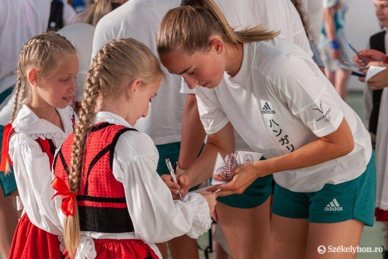 Szentegyházán játszott és gyerekfili-koncerten vett részt a magyar női kézilabda-válogatott