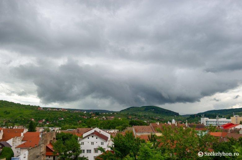 Kedd délelőttig bármikor lecsaphat a vihar