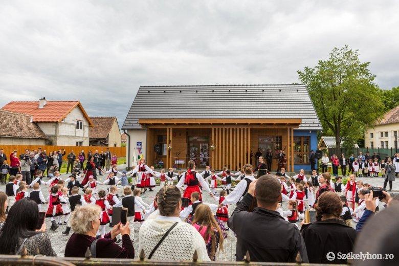 A magyar kormány támogatásával felépült napköziotthont avattak Székelykeresztúron
