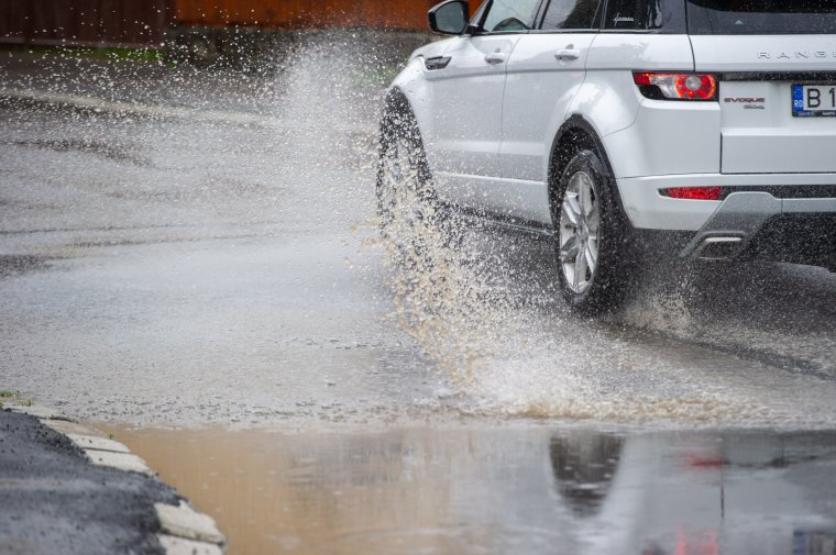 Viharra figyelmeztetnek a meteorológusok