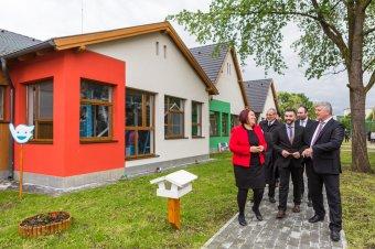 Gyermeknapon avattak magyar állami támogatással épült unitárius óvodát Székelykeresztúron
