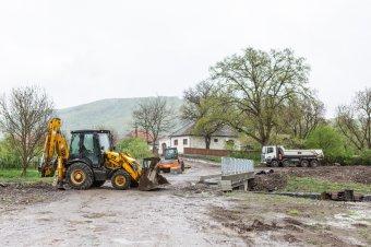 A megyei tanács alelnöke szerint nyáron már kész lesz, a polgármester szerint van még munka bőven