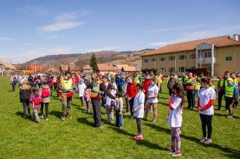 Több mint háromszázan kapcsolódtak be a közösségi szemétszedésbe Zetelaka községben</h2>
