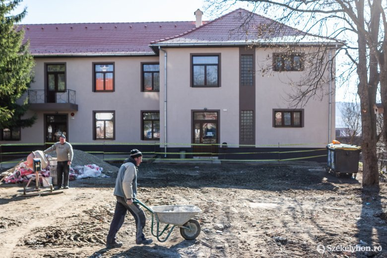Teljeskörű felújítást végeznek a nagygalambfalvi általános iskolánál