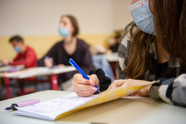 Már a következő naptól mehetnek iskolába, ahogy a fertőzési arány egy ezrelék alá csökken