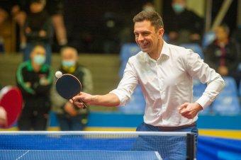 Székelyudvarhelyen pingpongozott a sportminiszter – fotókon mutatjuk