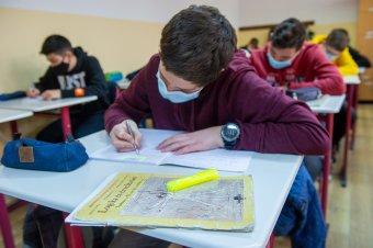 Oktassanak online a be nem oltott tanárok, kérik a szülők a szaktárcától