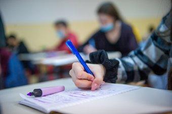 Négy nap alatt megháromszorozódott a koronavírussal fertőzött diákok száma Brassó megyében