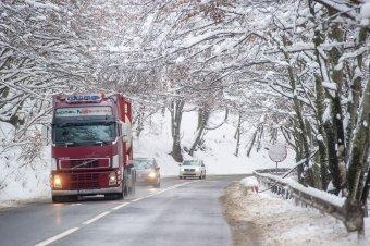 Marad a télies időjárás, erős szélre, havazásra, hóviharokra figyelmeztetnek a meteorológusok Erdélyben is