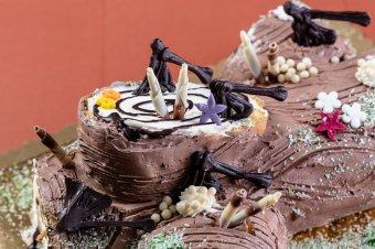 Mesélő karácsonyi fatörzs torta