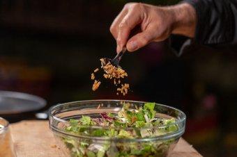Fodros, zöld és piros saláták: a legjobb kolozsvári éttermek beszállítója a kalotaszegi salátafarm