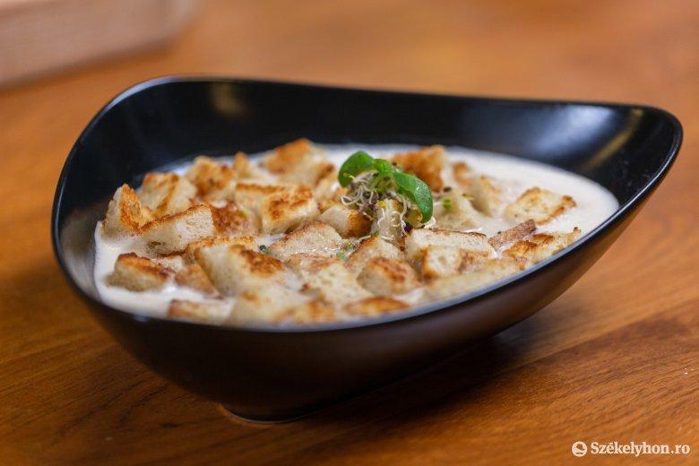 Szezonális finomság: leves szegfűgombából