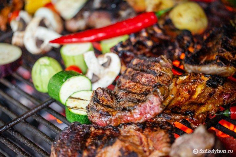 Négyféle hús találkozása a grillrácson