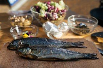 Így is lehet halat enni – Gyergyószékre látogatott a Főnix Konyha