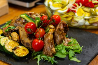 Az elmaradhatatlan: omlós báránysült</h2>