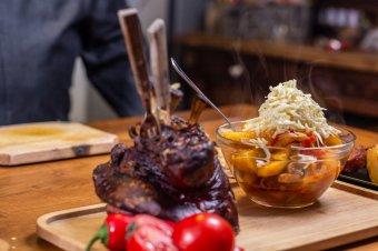 Most kell csülköt enni – újabb ötletek a disznóköltség felhasználására
