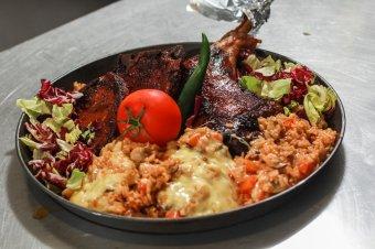 Kiadós ebéd készült a Főnix Konyhában: ropogós húsok, selymes rizottó