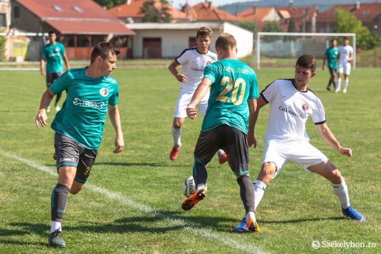 Nemcsak a hó, hanem a gólok is hullottak az FK U19–SZFC meccsen