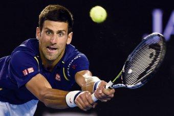 Tokió 2020: a világelső Djokovic a bronzmeccset is elbukta, ütőjét az üres nézőtérre hajította – videó