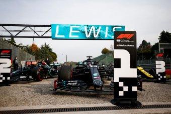 Bahreini Nagydíj – Hamilton nyerte az időmérőt