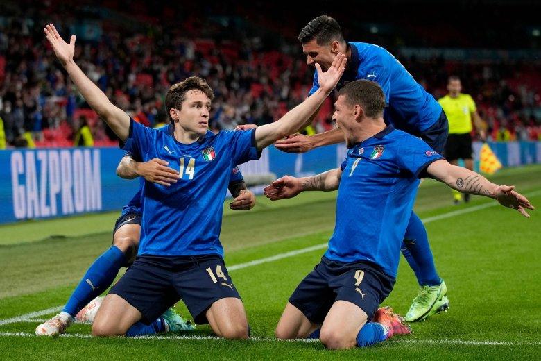 Öt olasz és három angol labdarúgó került be az Eb hivatalos álomcsapatába