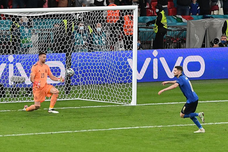 Keményen megdolgoztak az olaszok a döntőért, büntetőpárbajban búcsúztatták a spanyolokat