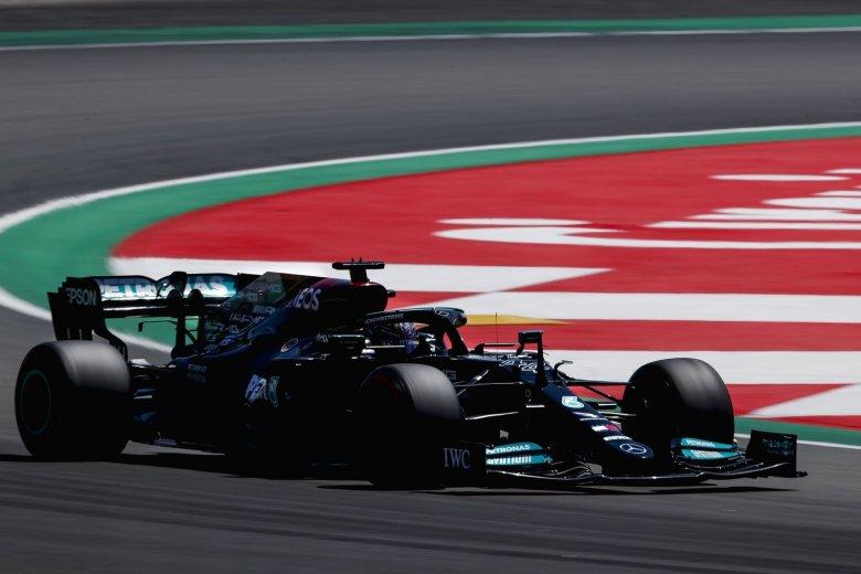 Jól taktikázott Hamilton, hatodszor győzött Barcelonában