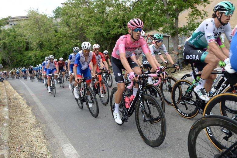 Lekerült a rózsaszín trikó a magyar kerékpárosról