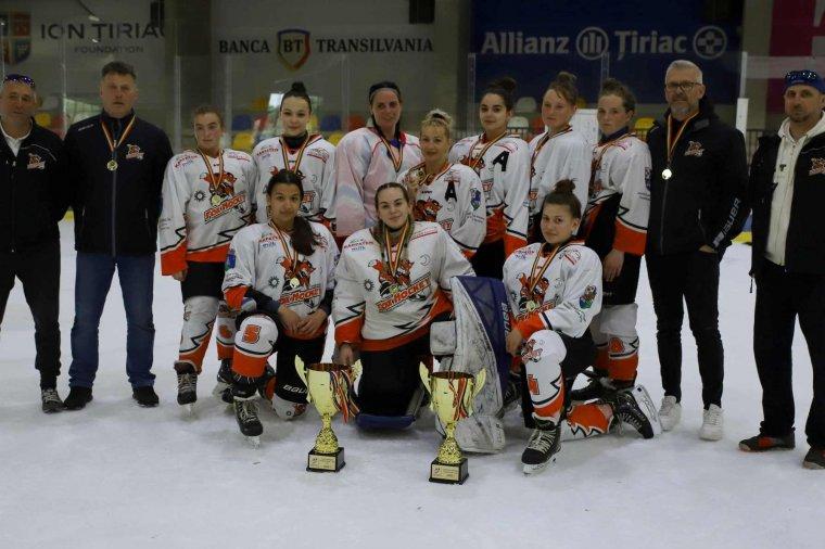 Bajnok és kupagyőztes a gyergyói női jégkorongcsapat