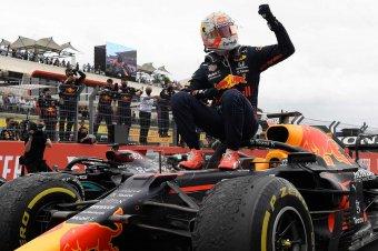 Verstappen nyerte a Forma-1 történetének első sprintfutamát
