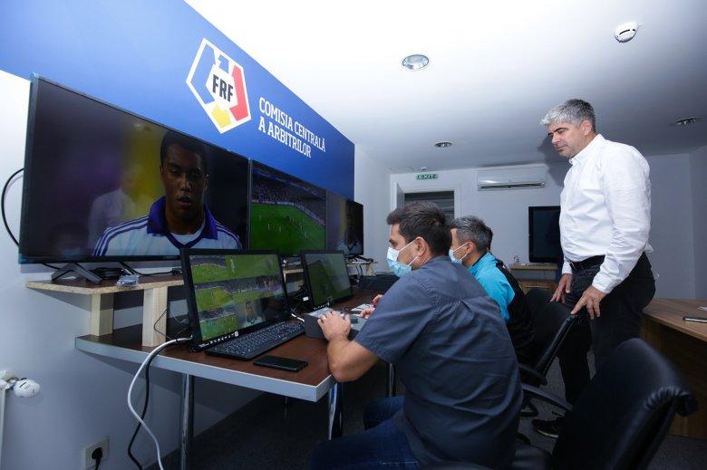 Megismerkedtek a videóbíróval: Kovács István játékvezető a Liga 1 következő idényében bevezetendő rendszerről