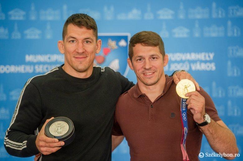 Testközelben a Lőrincz testvérek, Székelyudvarhelyen jártak az olimpiai érmes birkózók