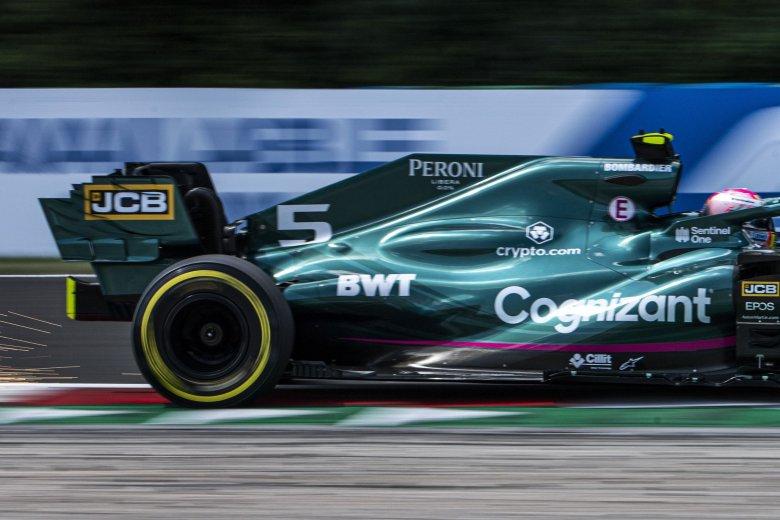 Vettelt kizárták a Magyar Nagydíjról, nőtt Hamilton előnye