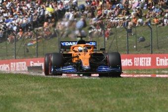 Ricciardo nyerte az Olasz Nagydíjat, Hamilton és Verstappen összeütköztek egymással
